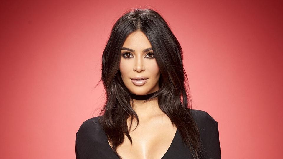 Kim Kardashian Kıyafetleriyle Sosyal Medyayı Sallamaya Devam Ediyor! - 1