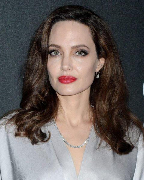 Angelina Jolie'ye Benzemek İçin Sayısız Estetik Geçiren Kadını Görenler Gözlerine İnanamadı - 1