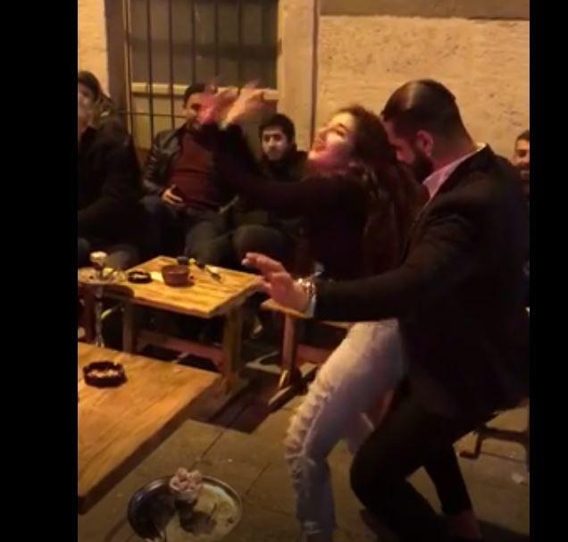 Nargile Kafede Uygunsuz Dans Eden Çiftin Başına Gelenler - 1