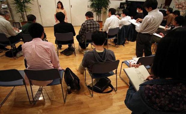 Japonya'da Erkeklere Verilen Uygunsuz Özel Çizim Dersi - 1