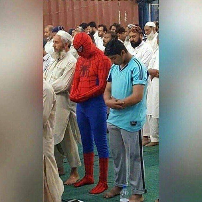 Bizden Biri Gibi Davranan Spiderman'den 15 Komik Cosplay Karesi - 1