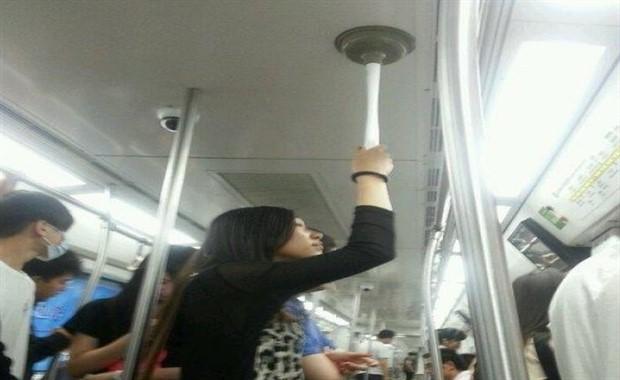 Metroda Hayrete Düşüren Fotoğraflar - 1
