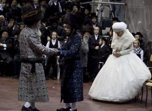 Dünyanın Başına Taş Yağdıracak 15 Düğün Geleneği - 1