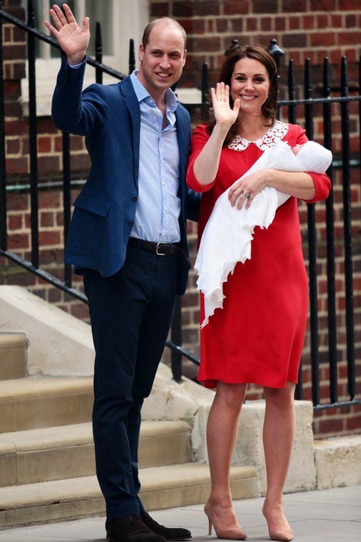 Doğum Sonrası Mükemmel Görüntüsüyle Yine Kameralar Karşısına Geçen Middleton'ın Pozları Anneleri Çıldırttı! - 1