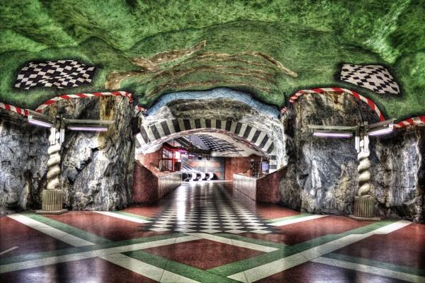 İçinde Gezmekten Büyük Keyif Alacağınız Dünyanın En Güzel 12 Metro İstasyonu - 1