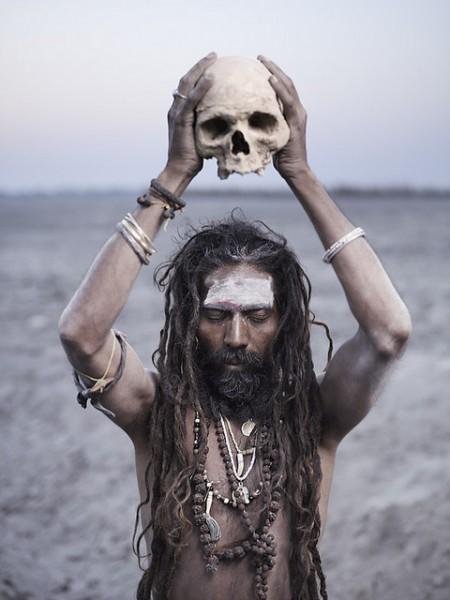 Hindistan'ın Ölülerini Afiyetle Mideye İndiren Kabilesinin 15 Tuhaf Geleneği - 1