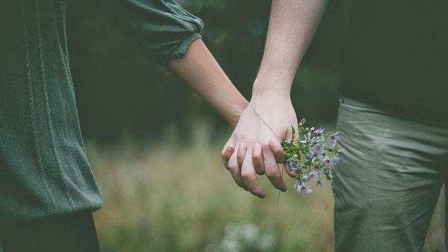 Karşı Cinsin Size Aşık Olabileceğini Gösteren 13 İşaret! - 1