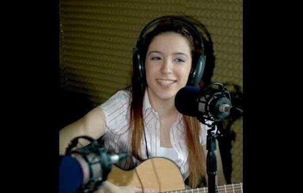 'Hayal Et Sevgilim' Şarkısıyla Ünlenen İrem Yağcı Görenleri Hayrete Düşürüyor - 1
