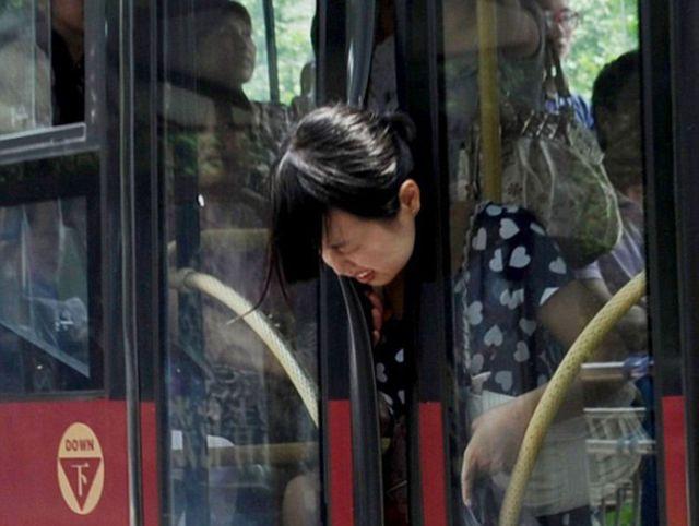 Otobüslerde Yaptıklarıyla Sosyal Medyanın Diline Düşen 15 Yolcu - 1
