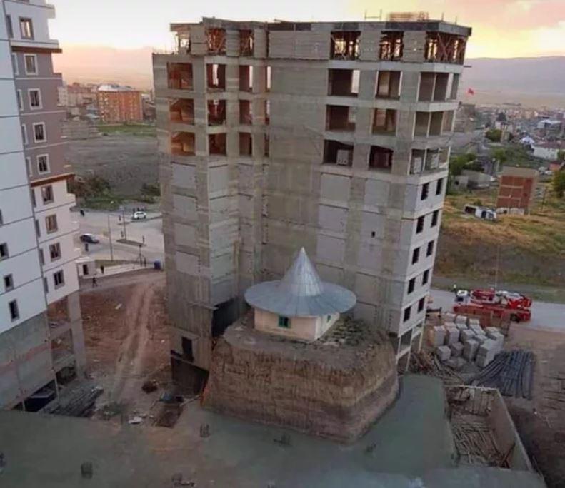 Mimarisi ve Tasarımıyla Gözleri Hunharca Kanatan İrili Ufaklı 16 Enteresan Yapı - 1