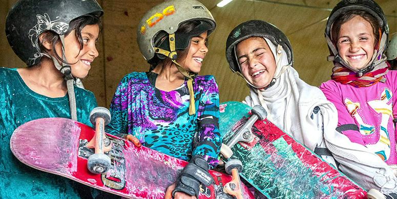 Bisiklet Kullanmaları Yasak Olan Afgan Kızlarının Kaykay Başarıları - 1