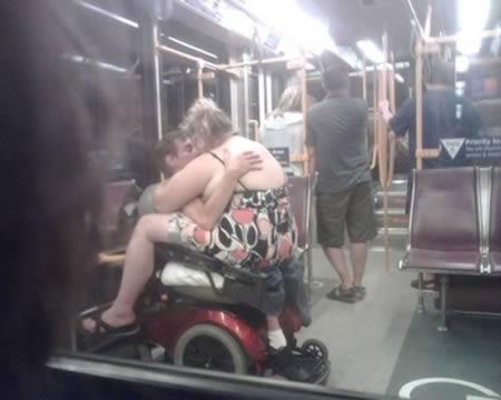 Metroda Görünce Hayrete Düşeceğiniz İnsan Tipleri - 2