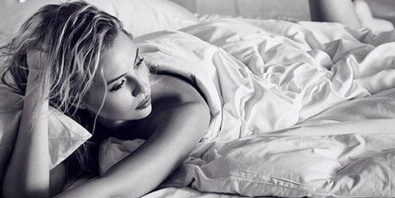 Görünce Küçük Dilinizi Yutturacak 15 Ünlü Güzelden İlgi Çeken Yatak Pozu - 1