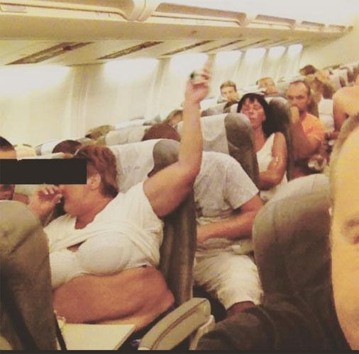 Uçakta Öyle Şeyler Yaptılar Ki Herkes Dondu Kaldı - 1
