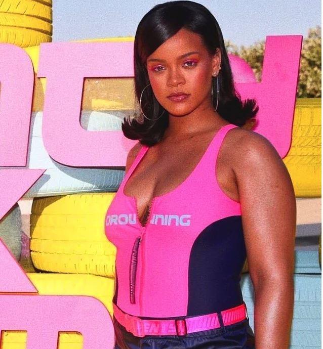 Rihanna'nın İçimizden Biri Olduğunu Kanıtlayan Fotoğraflar - 1
