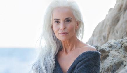 61 Yaşında Olmasına Rağmen Hala Genç Kız Gibi Gözüken Modelin Sırrı