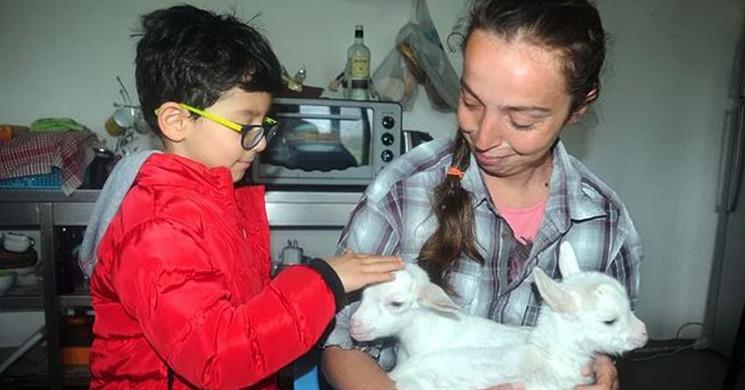 Huzuru Doğada Buldu: 'Nişantaşı Kızı' Köyde Keçi Güdüyor
