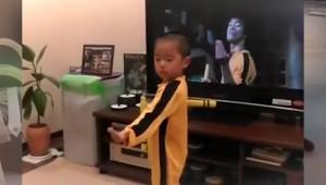 Küçük Çocuğun Bruce Lee Hayranlığı Görenleri Şaşırtıyor