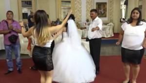 Düğün Şarkıcısı Şoke Etti!
