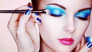 Makyajın Gücü: Yaptığı Makyajla Evrim Geçiren Kadın