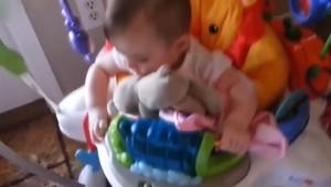 Uyuklayan Bebeklerin Komik Halleri