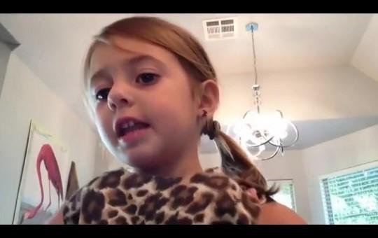 Makyaj Yaparken Ruj Kokusuyla Kendini Kaybeden Minik Kız