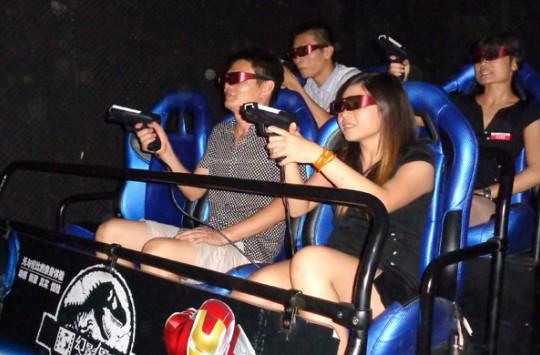 İlk 5D Sinema Deneyimi Yaşayan Gencin halleri İzleyenleri Güldürüyor