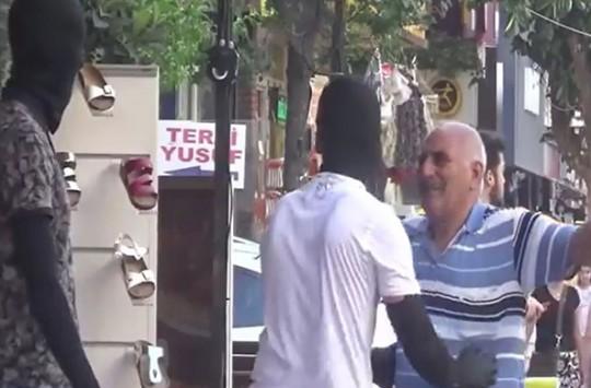Adana'da Sıradan Bir Şaka! Halkın Tuhaf Tepkisi