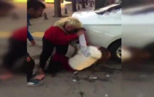Ankara'da Sokak Ortasında İki Kadın Birbirine Girdi!