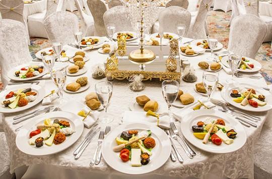 Düğünde Bıçak Kesiği Gibi Yemeden Kesilen Abiler