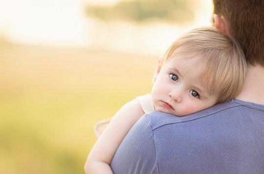 Minik Çocuk Babasına Bakın Nasıl Eşlik Ediyor?