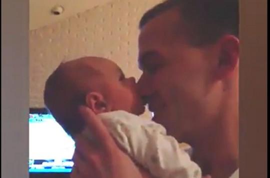 Yeni Doğmuş Bebeklerin Birbirinden Sevimli Halleri