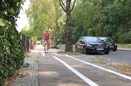 Berlin'de ki Zig-Zag Bisiklet Yolu Görenleri Kör Ediyor