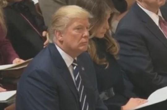 Donald Trump Kuran-ı Kerim Dinledi!