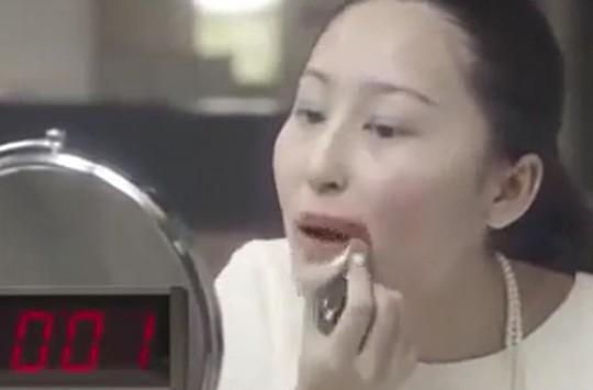 Bakın Hızlı Makyaj Tam Olarak Böyle Yapılır!