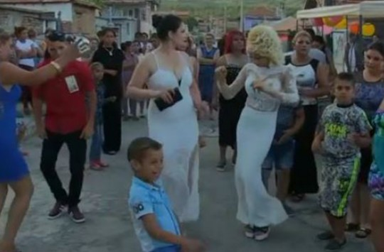 Roman Düğününde Gelinle Görümcenin Dansı Olay Oldu!