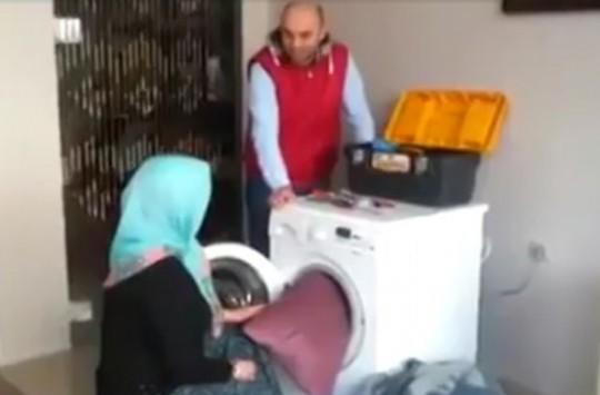 Çamaşır Makinesinin Canını Çıkartan Hanım Abla