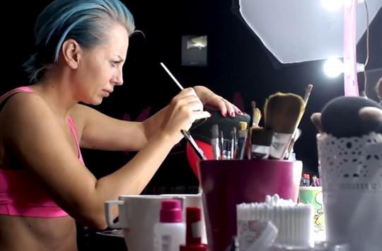Makyaj Olayını Arşa Çıkaran Kadının Yaptığı Makyajı Görünce Ağzınız Açık Kalacak