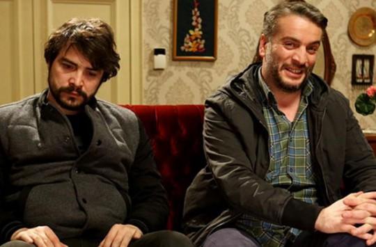 Metin ve Ali'nin Bol Erkekli Yılbaşı Partisi