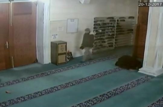 Camiden Çantasını Çalan Hırsıza Böyle Seslendi