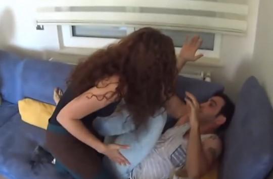 Adamdan Eşine Aldatma Şakası!