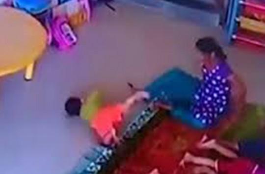 9 Aylık Bebeği Ölümüne Dövdü!