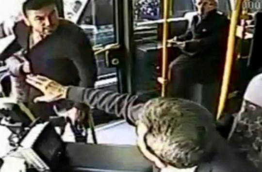 Burak Yılmaz'ın ile Otobüs Şoförünün Fena Halde Birbirine Girdiği Görüntüler