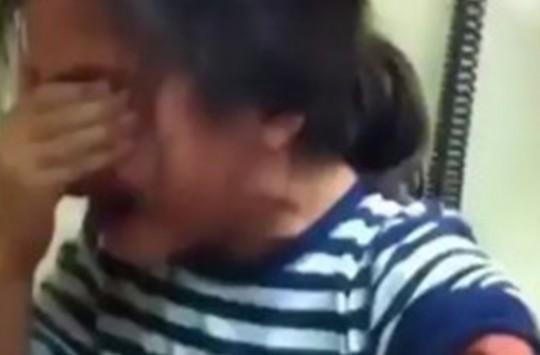 İğneden Korkan Küçük Kız Hemşireye Zor Anlar Yaşattı