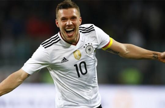 Podolski'nin Milli Takıma Vedasında Attığı Gol!