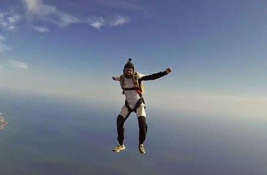 Paraşütle Atlama Hayalini Boş İnşaatı Değerlendirerek Gerçekleştiren Adam