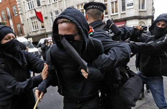 Polisin Uzun Uğraşları Sonucu Sakinleşmeyen Kız Böyle Bir Sonu Hak Etti!