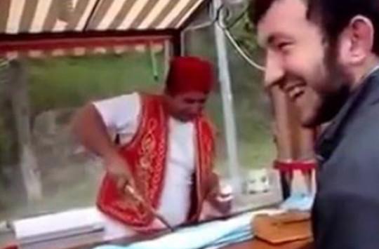 Karadenizli'ye Yapılan Dondurma Şakası!