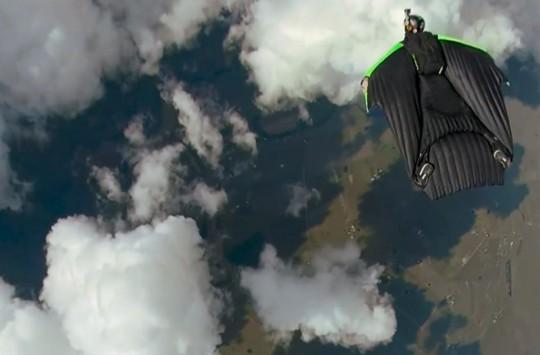 Bulut Mağarasına Dalan Korkusuz Wingsuitçiler